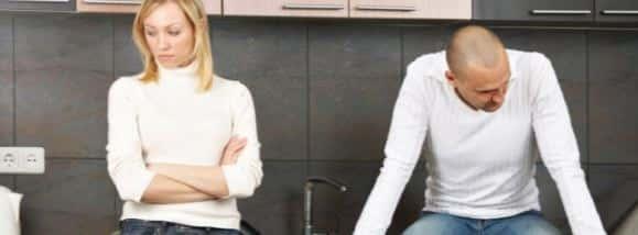 Пара в ссоре сидит раздельно