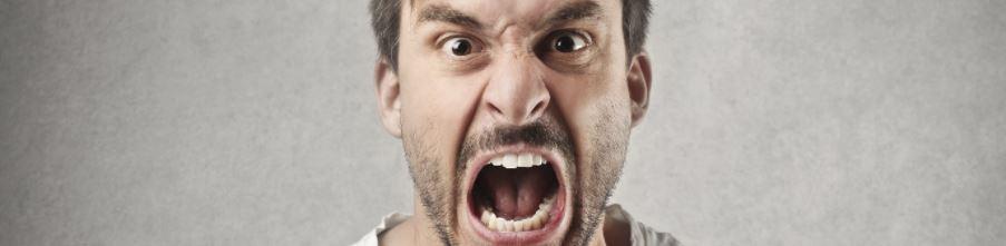 Мужчина злится
