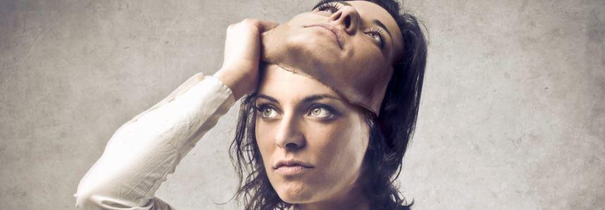 Женщина и маска